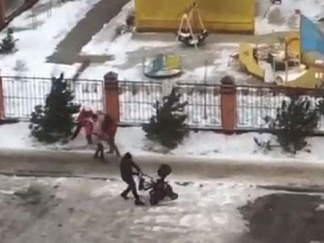 Ураган в Карачаево-Черкесии буквально сдувал пешеходов с тротуара