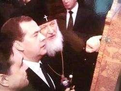 Московский главпоп и Премьер Медведев подарили музею смешную икону с эсэсовцем и самозванцами