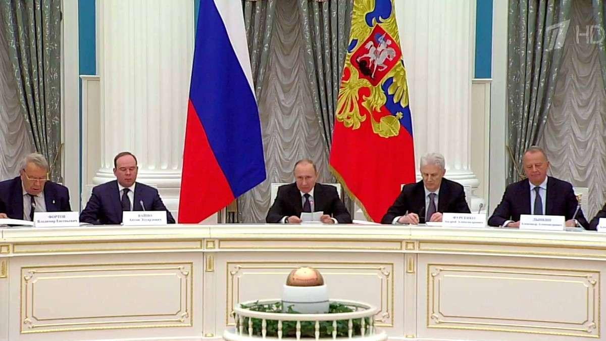Путин предложил сделать РФ «центром притяжения» для ученых
