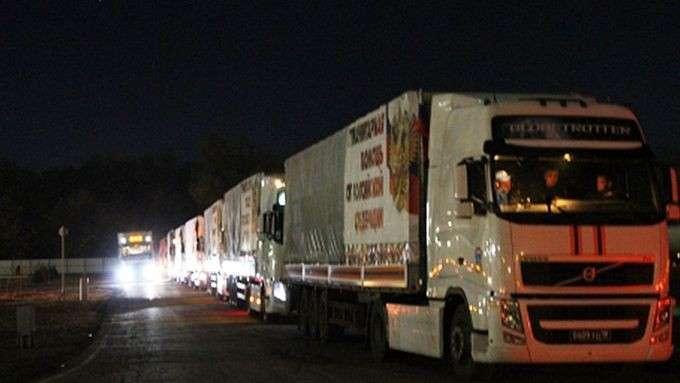 Новый конвой грузовиков МЧС отправился в Донбасс с грузом гуманитарной помощи