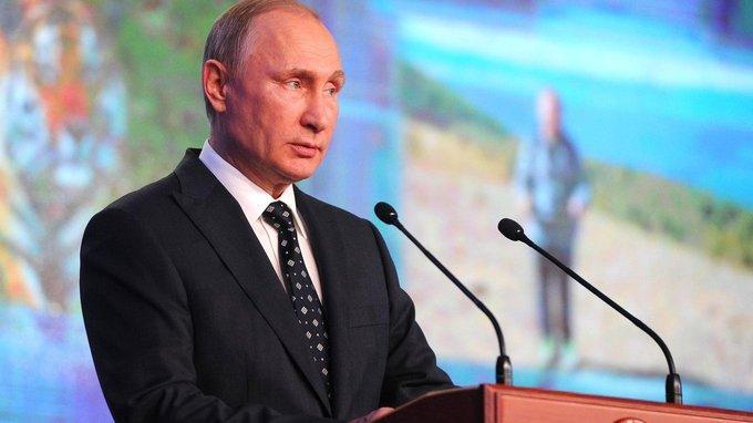 Владимир Путин принял участие в торжественной церемонии вручения премии Русского географического общества в Кремле