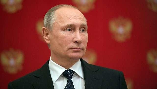Президент РФ Владимир Путин во время подхода к прессе в Кремле. Архивное фото