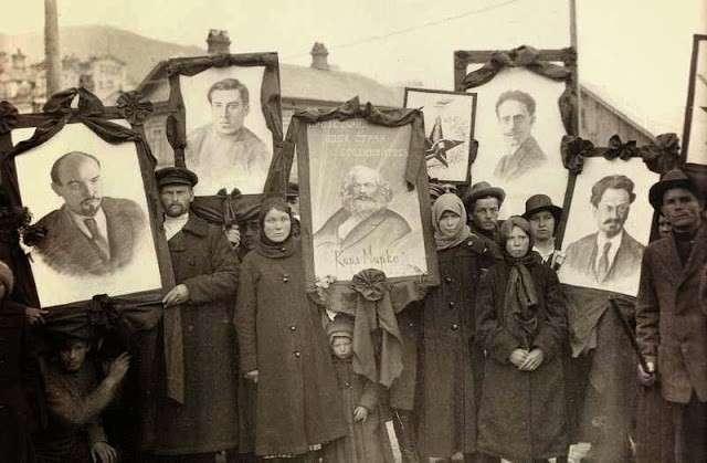Про прогнившие элиты и «святой» простой народ России