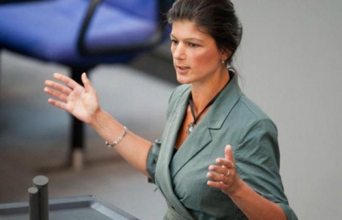 Сара Вагенкнехт пытается открыть немцам глаза на коррумпированность Порошенко и нацизм на Украине