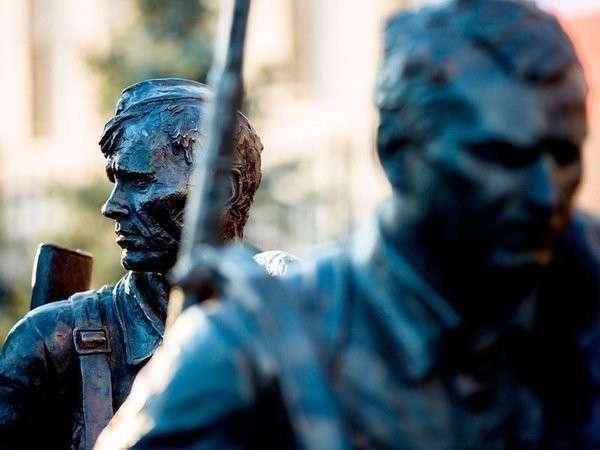 26. В Москве открылась скульптурная композиция по мотивам фильма «Они сражались за Родину» Сделано у нас, политика, факты