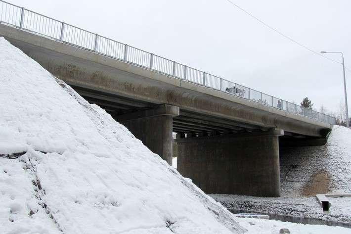 31. В Ленинградской области отремонтирован мост через реку Петлянка Сделано у нас, политика, факты