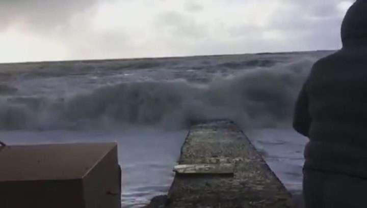 В Сочи устраняют последствия сильнейшего урагана, бушевавшего почти сутки