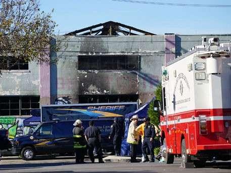В американском Окленде (штат Калифорния) во время пожара в ночном клубе заживо сгорели 30 человек
