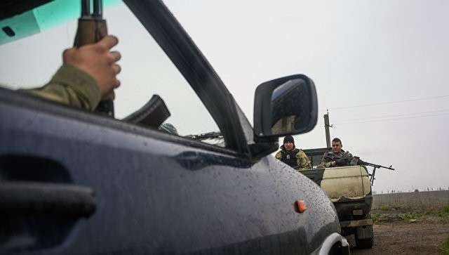 Украинские военные на джипах возле села Широкино. Архивное фото