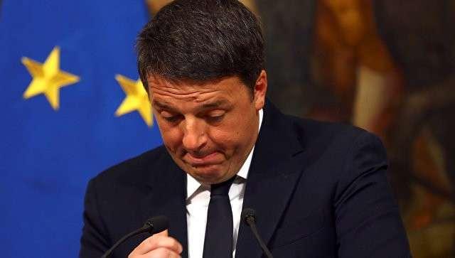 Премьер-министр Италии Маттео Ренци во вермя специально созванной пресс-конференции по итогам референдума в Италии. 5 декабря 2016 года