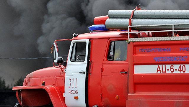 Пожарным и скорой помощи хотят разрешить «таранить» машины во дворах