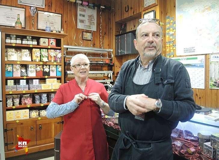 Мадам Аник и ее муж Марсель, хозяева магазина французских деликатесов в Кале, два года защищали свой магазин от вторжения арабских пришельцев Фото: Дарья АСЛАМОВА