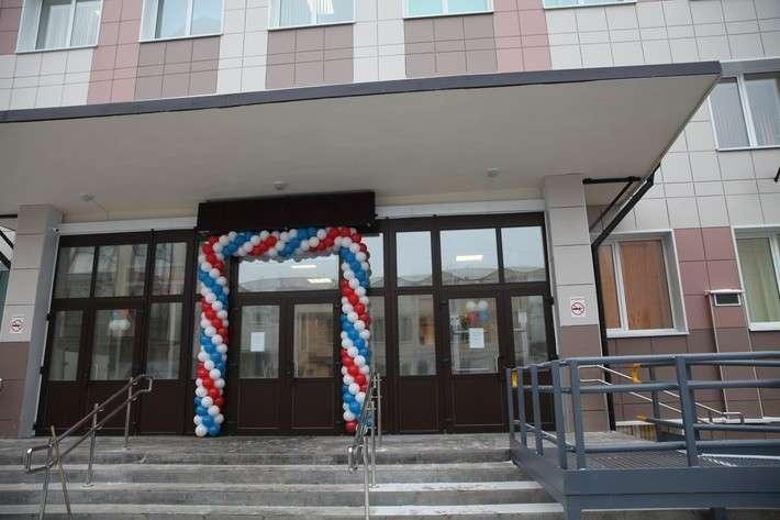 3. Обновленная 43-я поликлиника в Санкт-Петербурге принимает первых пациентов  Сделано у нас, политика, факты
