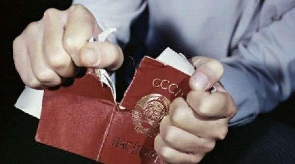 Когда они уезжали, рвали советские паспорта. Теперь получают советские пенсии