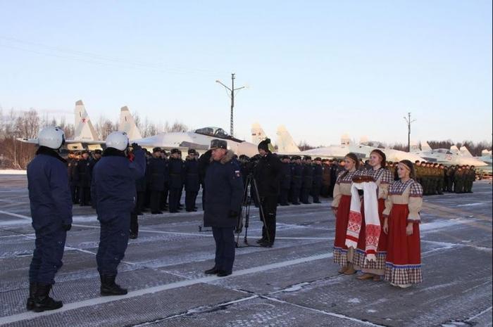 Звено новых многоцелевых истребителей Су-35 прибыло на аэродром постоянного базирования в Карелии