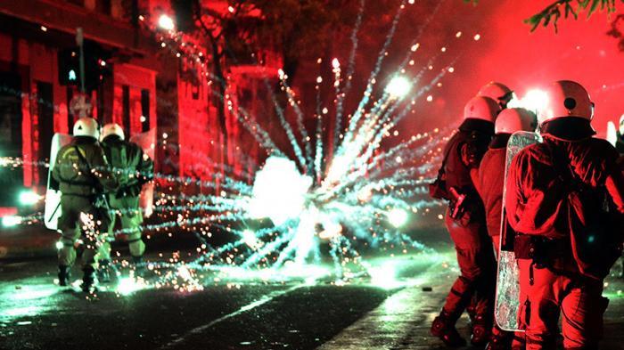 В Афинах неспокойно: массовые беспорядки на улицах греческой столицы