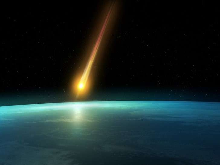Падение метеорита в Хакасии: рядом с метеором на записи обнаружено НЛО