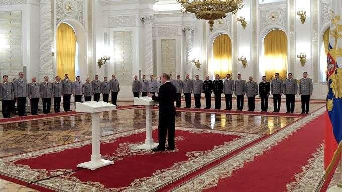 Представление Президенту высших офицеров, назначенных накомандные должности