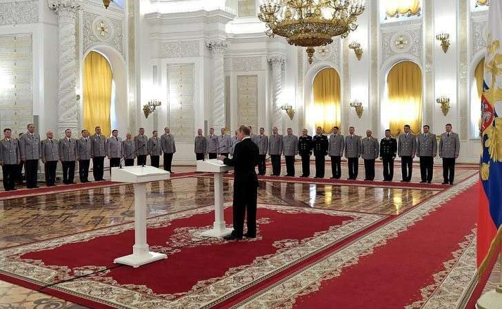 Нацеремонии представления офицеров, назначенных навысшие командные должности.