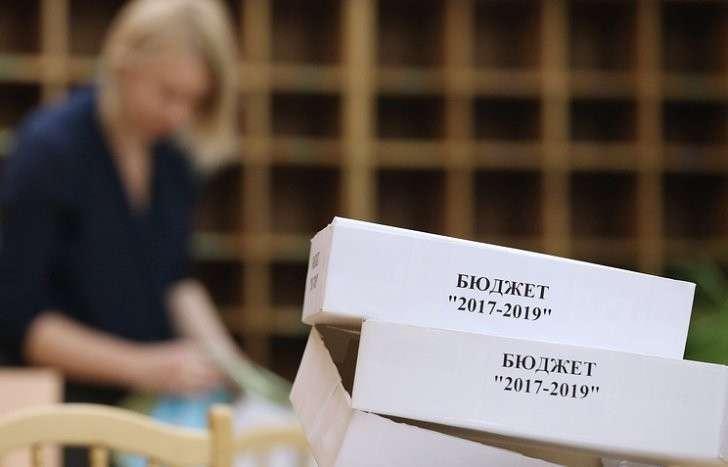 Госдума во втором чтении приняла проект бюджета на 2017-2019 годы: такого перераспределения средств не было никогда