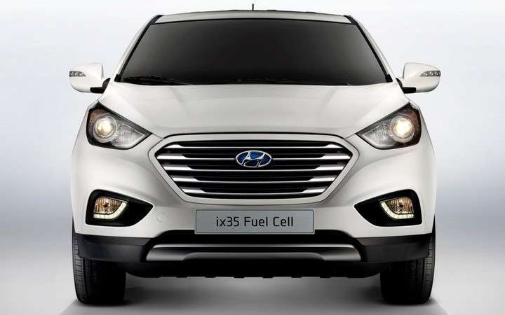 Hyundai-Tucson-fuel-cell-crossover-front-view-lights-on