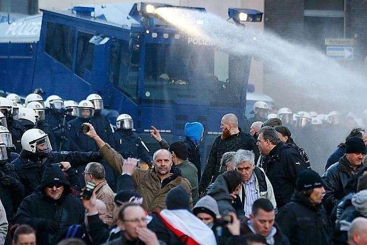 В Берлине мигранты избивают пассажиров метро, грабят магазины и банки