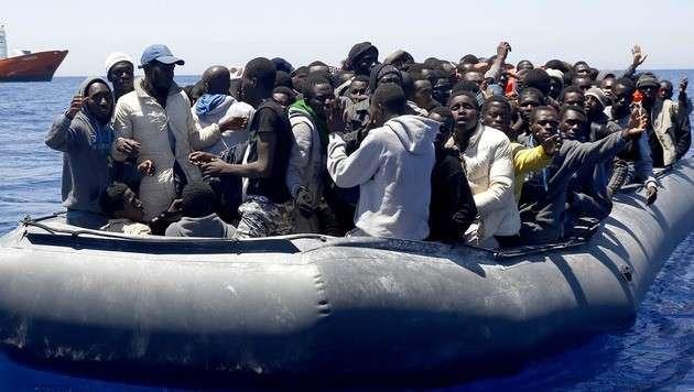 В Средиземноморье происходит массовая нелегальная переброска беженцев в Европу