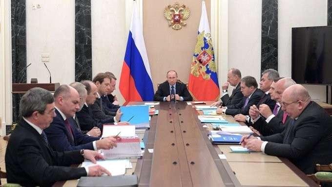 Путин обсудит позиции русского оружия намировых рынках