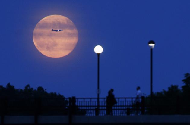 Опасность: последнее суперлуние года жители Земли увидят в ночь на 14 декабря