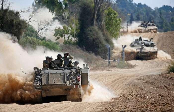 Израильские танки у границы сектора Газа.