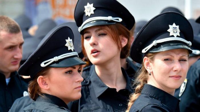 Еврейские девки в полиции киевской Хунты - совершенно безполезны