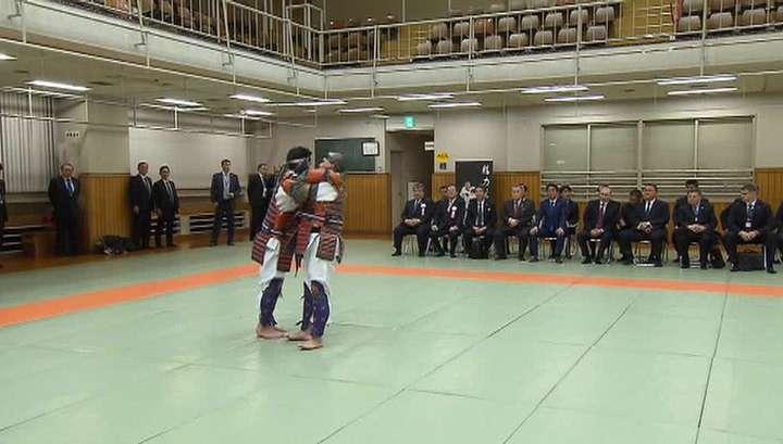 Владимир Путин и Синдзо Абэ посетили токийский спортивный центр «Кодокан»