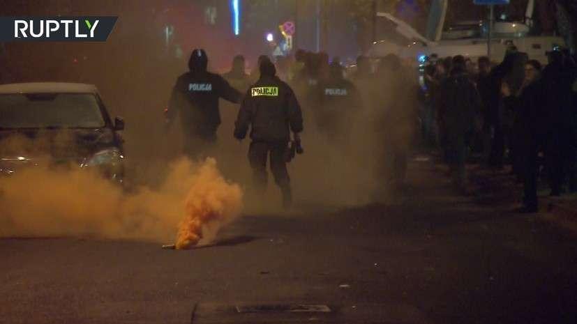 В Польше полиция дымовыми шашками разогнала митинг за свободу прессы