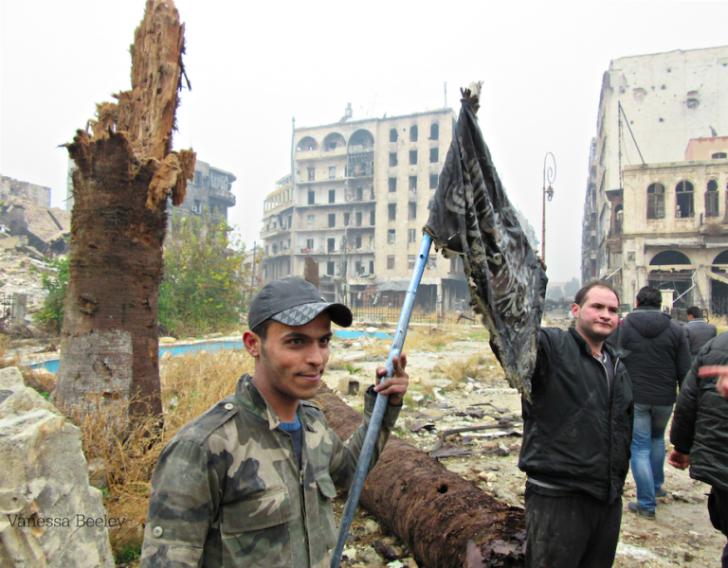 В Восточном Алеппо, в подвале поймали таки инструкторов НАТО