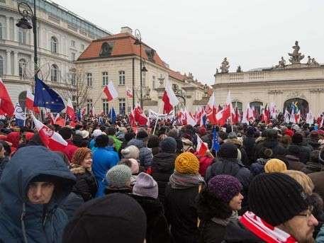Польские активисты второй день блокируют здание сейма в Варшаве