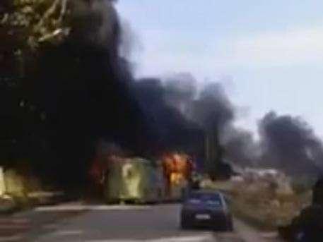 В сирийском Идлибе террористы сожгли автобусы с мирными жителями
