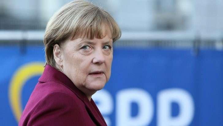 Ангела Меркель идет по кривому пути Хиллари Клинтон