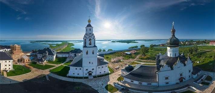 Свияжск — село в Зеленодольском районе Татарстана. Население — 259 человек