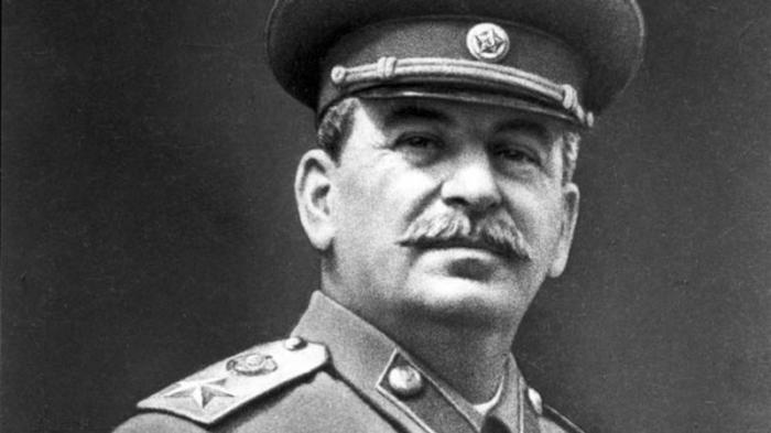 Открыть в России большой и красивый, государственный Сталин-центр