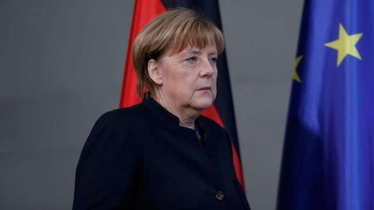 «Меркель, уходи!» Партии призывают канцлера подать в отставку из-за теракта на ярмарке