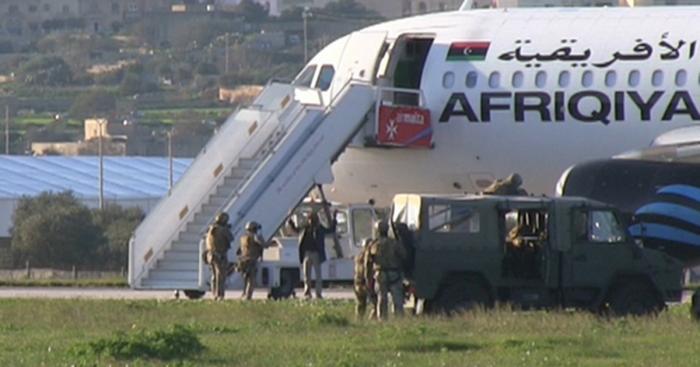 Задержание угонщиков ливийского самолёта А320 на Мальте