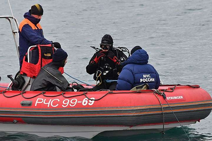 Спасатели подняли первое тело часа через три после начала операции