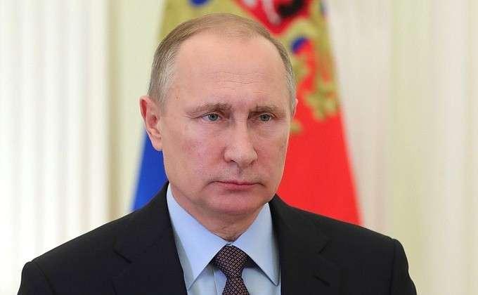 Владимир Путин поздравил сотрудников и ветеранов МЧС с профессиональным праздником