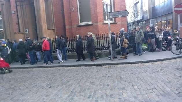 Европейские реалии: тысячи людей в Ирландии спасаются от голода на Рождество бесплатными харчами от монахов-капуцинов