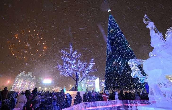 Екатеринбург встретил Новый год в сказочном ледовом городке Корнея Чуковского