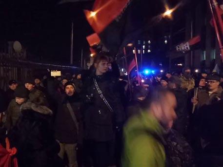 Алексей Пушков сурово упрекнул ФРГ за игнорирование факельного шествия в Киеве, прославляющего Бандеру