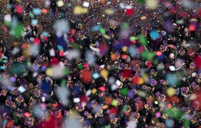 Более 50 тон мусора вывезли с площади Таймс-сквер в Нью-Йорке после встречи Нового года
