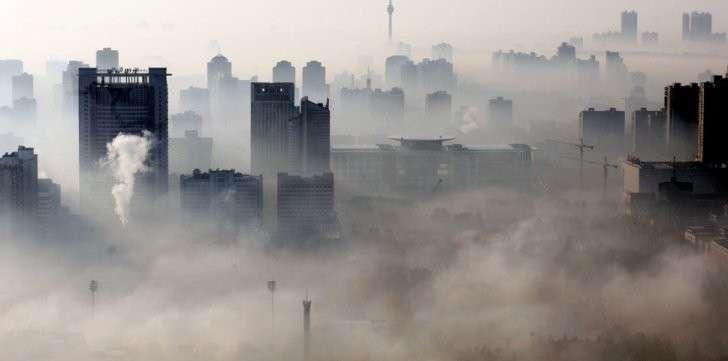 Китай изнемогает от смертоносного смога уже несколько недель