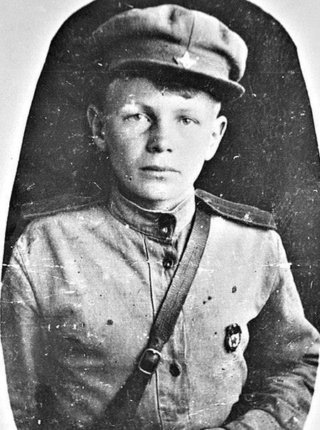 Он сбежал на войну в 11 лет, грудью ложился на пулемет, и его дважды хоронили заживо