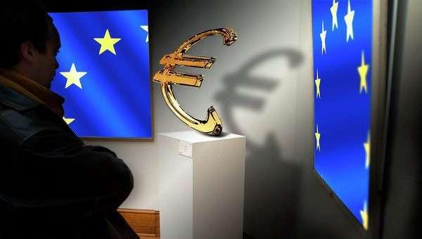 Флаги Евросоюза и значок евро